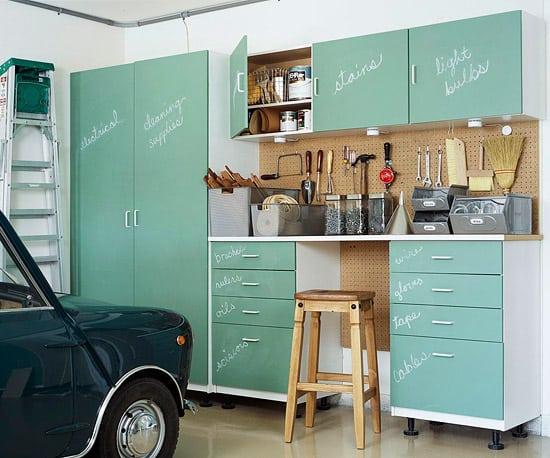 25 diy garage organizing ideas from pinterest for Muebles para garage